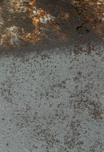 If metals are left unprotected after blasting and get in touch with corrosive media (hand grease, rain water, spray, etc.) they start to rust rapidly. This requires at least a second sweep blasting.